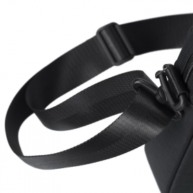 RivaCase 8335 Biscayne 15,6 Fekete Notebook táska(4260403570784)
