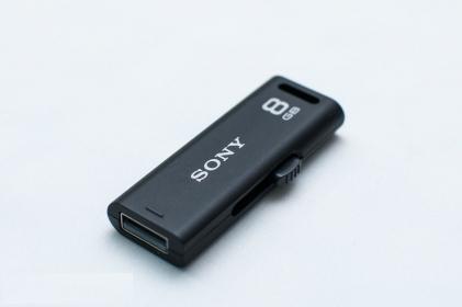 Sony MicroVault R 8GB USB2.0 Fekete Pendrive (USM8GR)