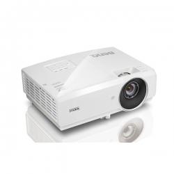 BenQ MH750 FullHD projektor (4500 AL, 10 000:1, 4 500h(LampSave), D-Sub, 2xHDMI(MHL), USB-A, LAN) + táska